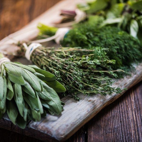Nie zapomnij o ziołach do zdrowej sałatki