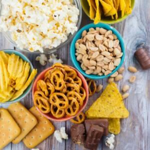 Jedz mniej przekąsek, by zachować zdrowe jelita.