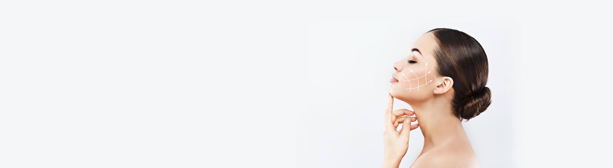 Nowoczesne zabiegi medycyny estetycznej, pozwalają odmłodzić, zregenerować i wymodelować skórę twarzy, szyi i dekoltu. Peelingi, mezoterapia mikroigłowa, mezoterapia iniekcyjna, zabiegi falami radiowymi i HIFU pozwalają zatrzymać czas i odmłodzić twarz, likwidując objawy starzenia się skóry.