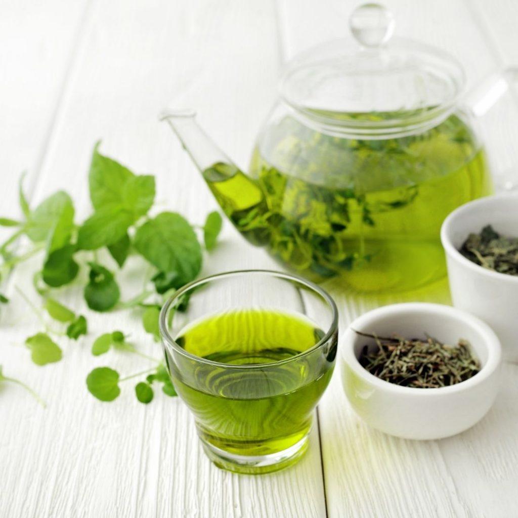 Zielona herbata pomocna na ból stawów.