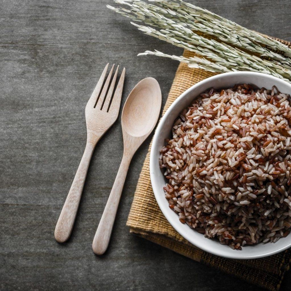 Brązowy ryż jest pomocny na ból stawów.