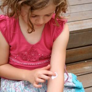 Atopowe zapalenie skóry u dziecka w wieku 2-5 lat.